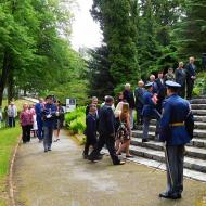 Kladení věnců se účastnili i studenti a mladí lidé
