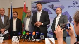 (zleva) Předseda dopravního výboru kraje Antonín Krák, předseda představenstva společnosti GW BUS Miloslav Mrkvička, generální ředitel společnosti ČSA
